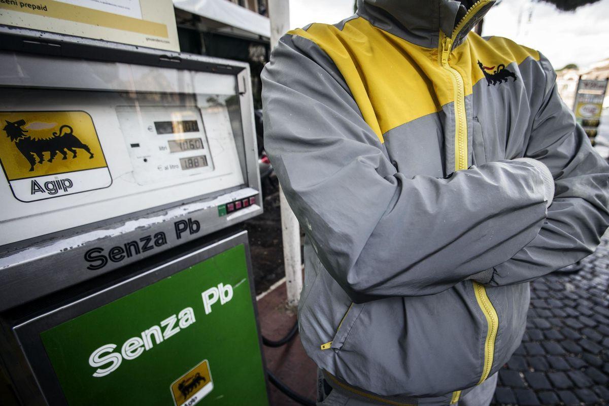 Fattura elettronica obbligatoria. I benzinai vanno in tilt e scioperano