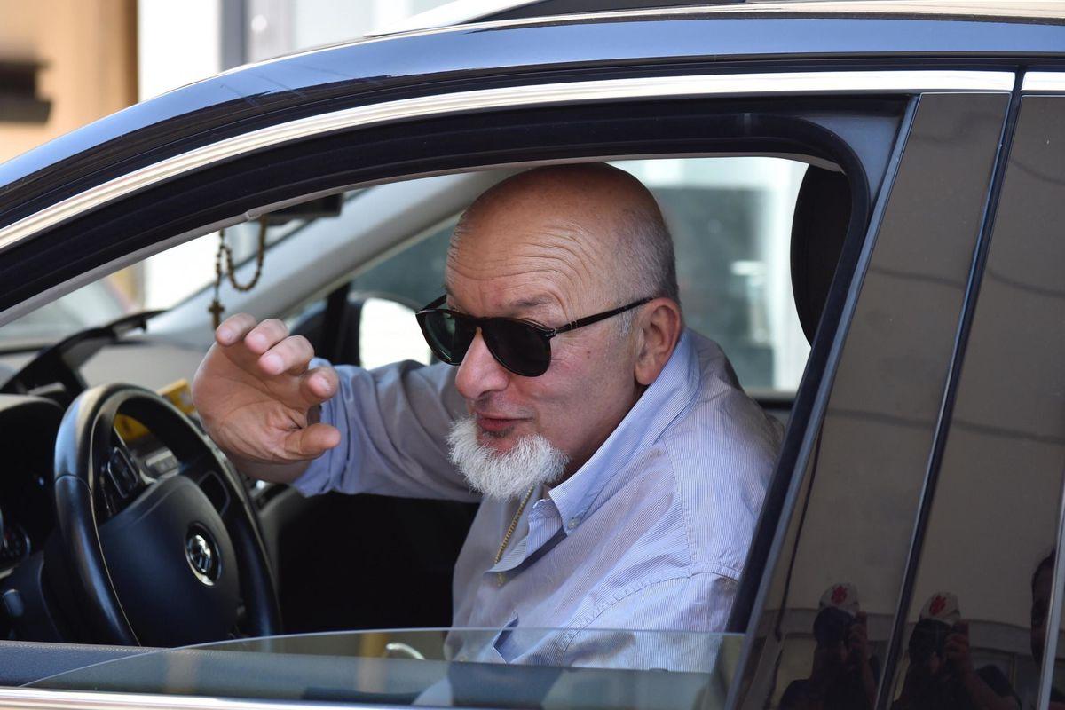 «Auto, visite e lavori per i parenti. I signori Renzi scroccavano di tutto»
