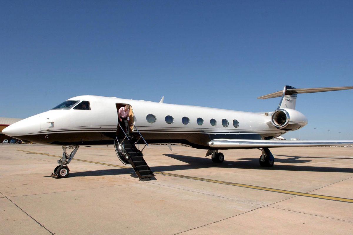 Negli Usa con jet privato di lusso.Chi paga 150.000 euro per Renzi?