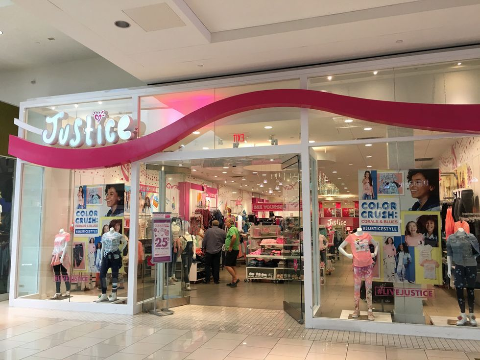 6 Stores That I Shopped At Between The Ages Of 11-14 That Defined My Middle School Fashion Sense