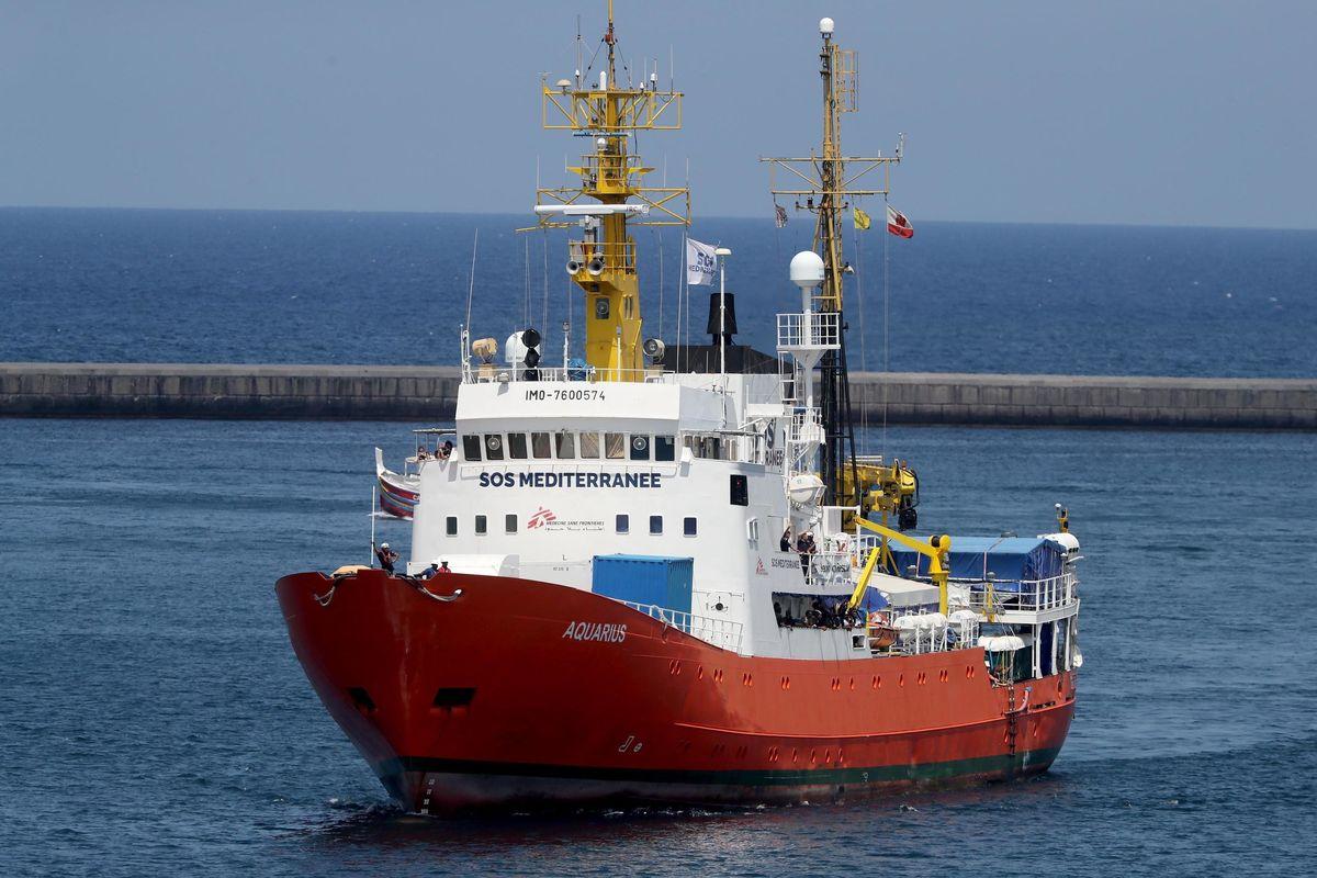 L'Italia sbarca gli immigrati: Aquarius dirottata in Spagna