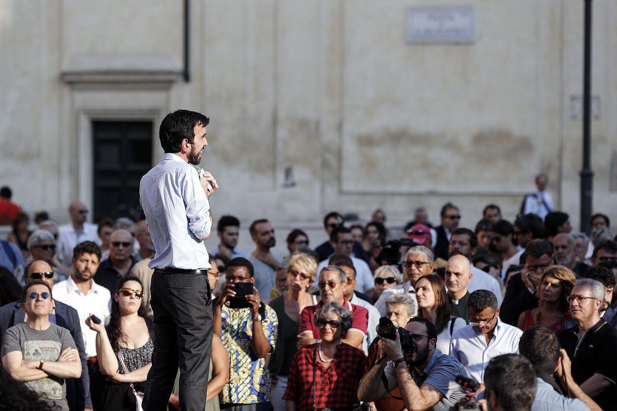 Il Pd «in piazza contro l'odio» s'ispira a chi vuole Salvini a piazzale Loreto
