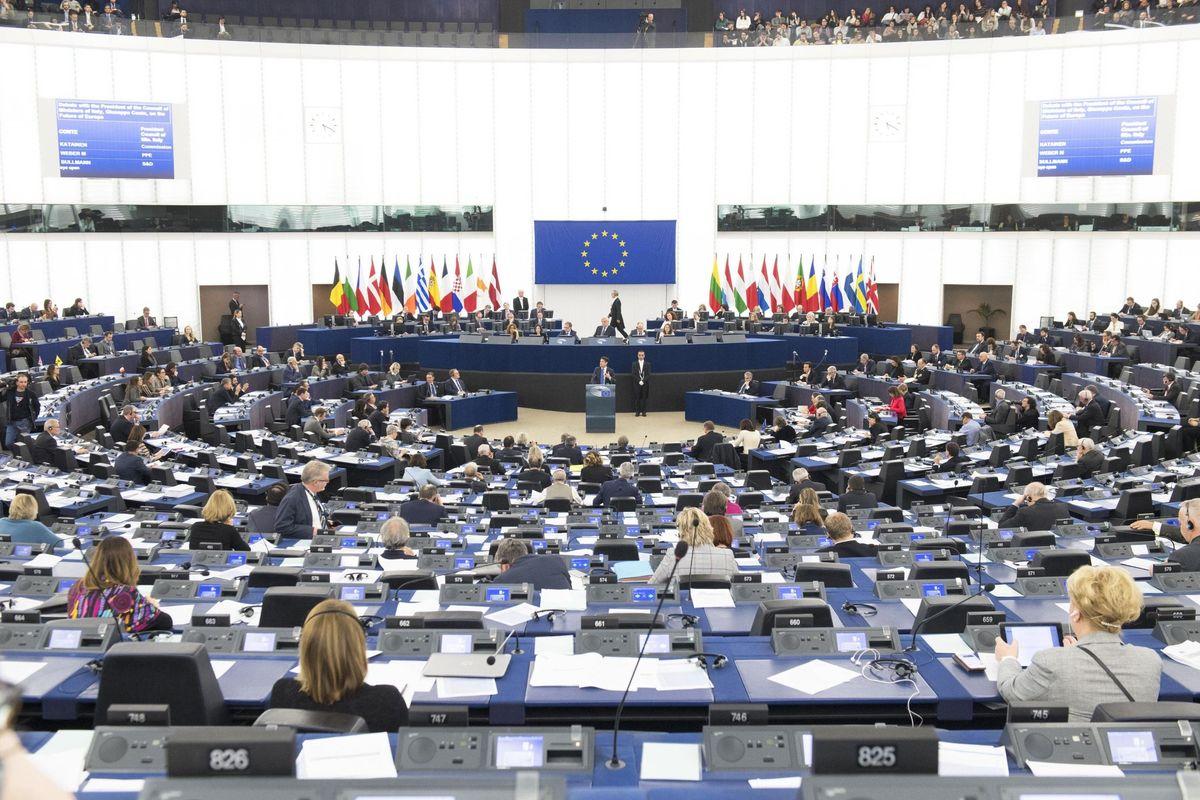Strasburgo spende 33 milioni di euro per racimolare voti anti populisti