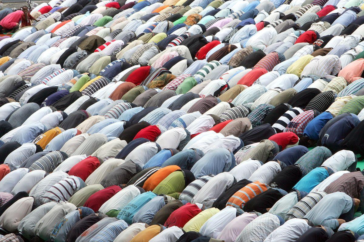 Falce e mezzaluna: la sinistra prona all'islam