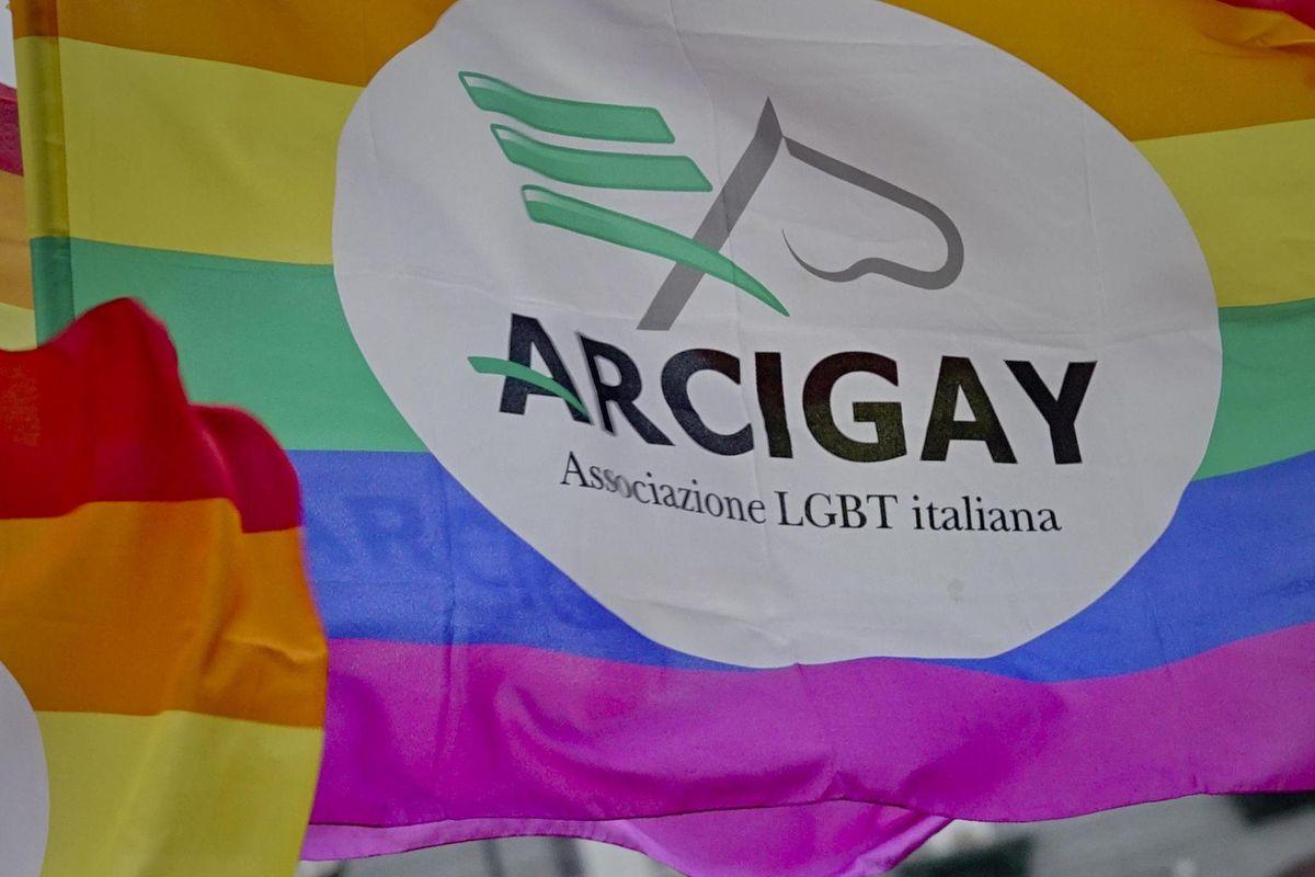 L'Arcigay celebra l'utero in affitto, che in Italia resta ancora un reato