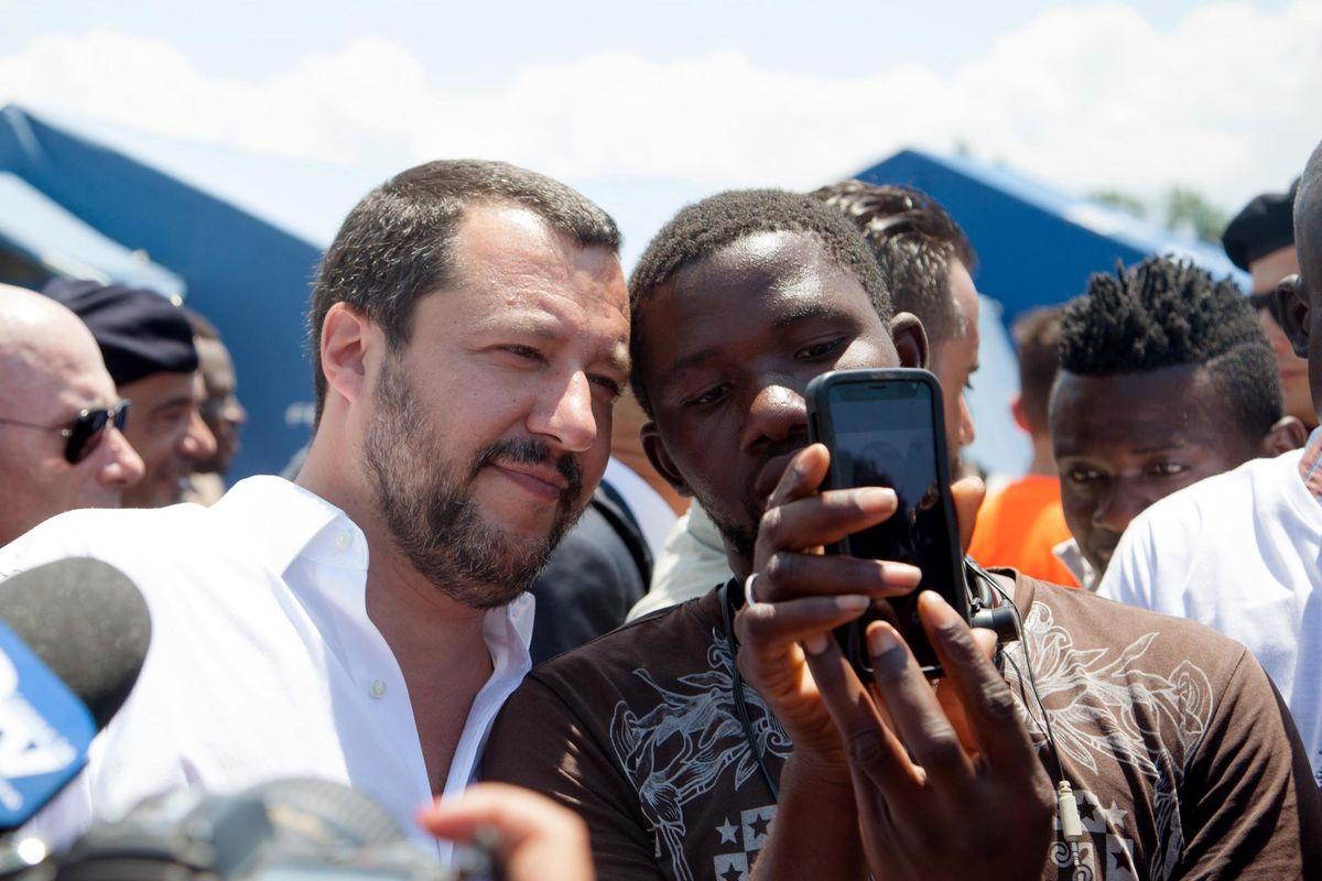 Sui migranti Salvini schiva i paletti del Colle. Ma a Milano arrivano le moschee