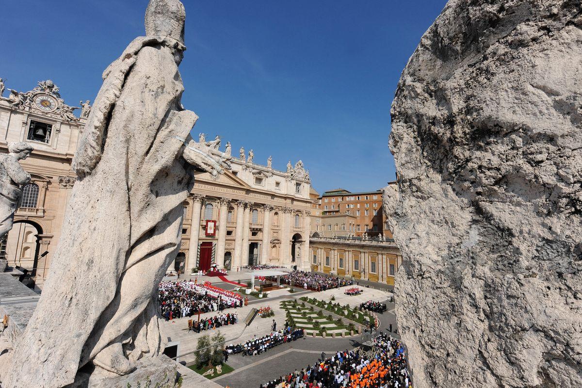 Dal Vaticano arriva solo un brusio: «È lo sfogo di un cardinale mancato». Lo scoop fa il giro del mondo
