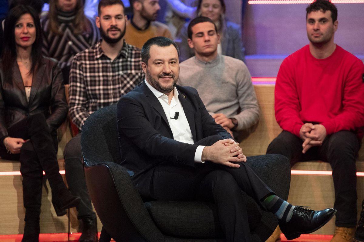 Salvini va in diretta su Mediaset e gela il Cavaliere