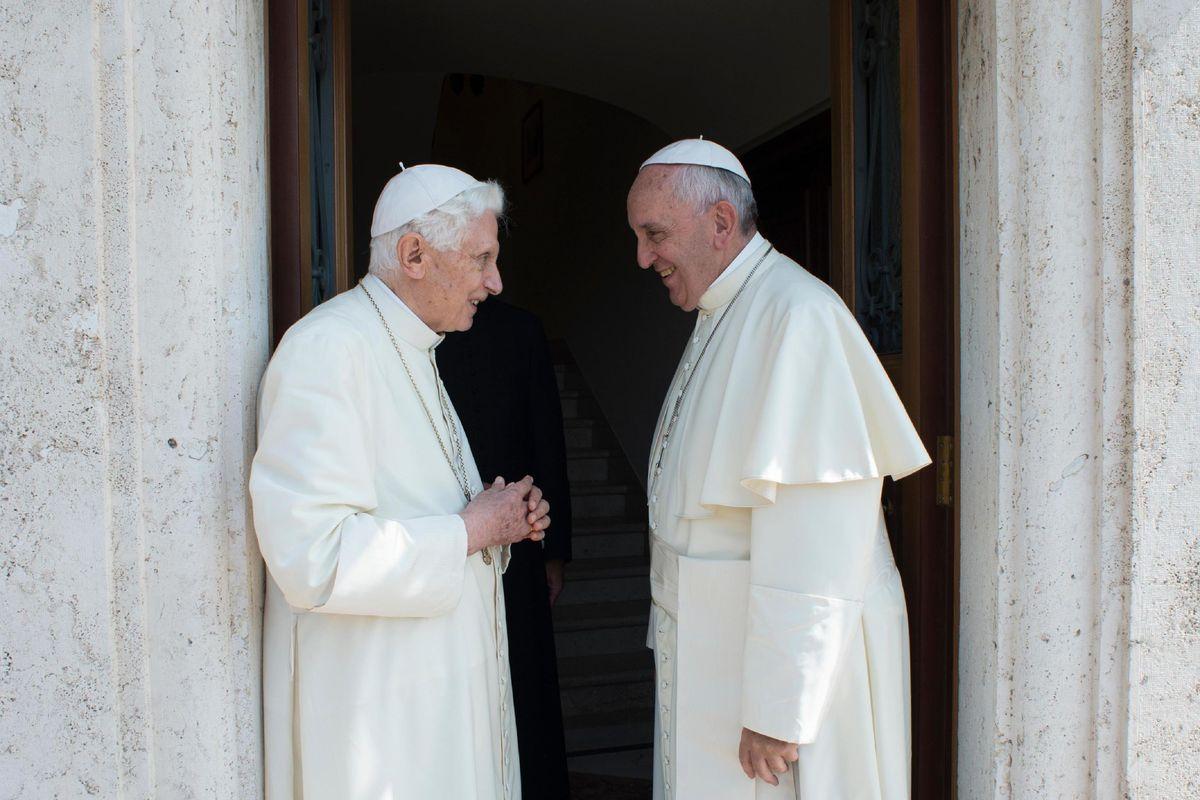 «Dietro le dimissioni di Ratzinger lo scandalo pedofilia nella Chiesa»