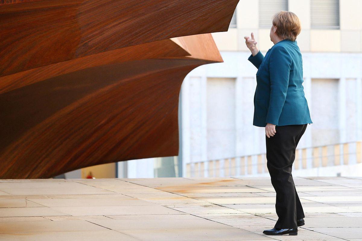 La Merkel bara: il vero debito dei tedeschi è come il nostro