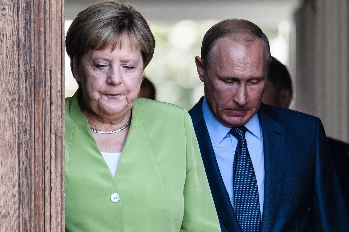 La Merkel usa i rifugiati per sedersi al tavolo con Putin e spartirsi la Siria