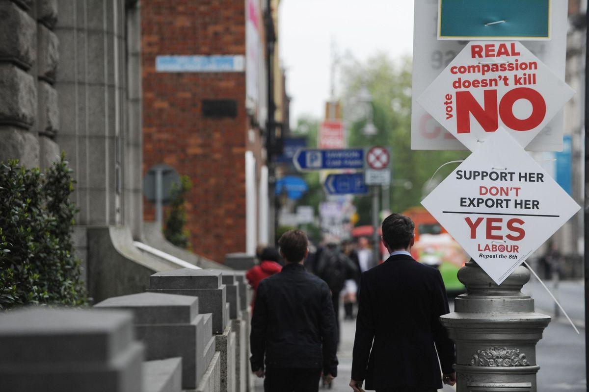 Irlanda divisa sull'aborto. Appello della Chiesa: «Cattolici, votate la vita»