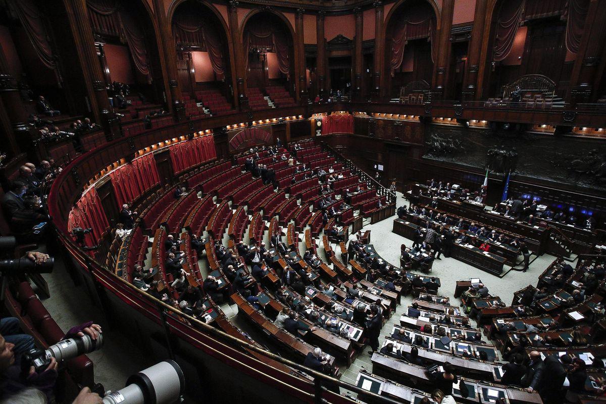 Sfaccendati in Parlamento scatenati nella fiera delle leggi strane ma vere