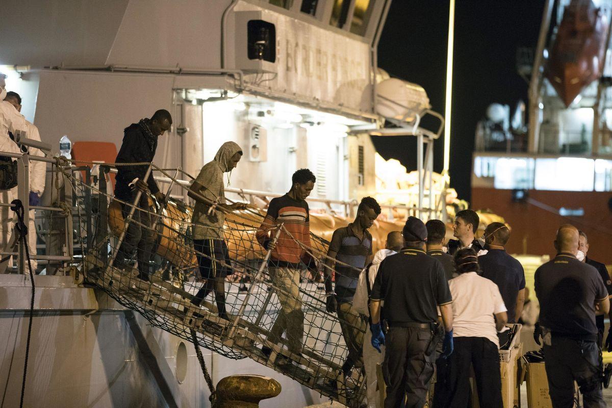 Vogliono mandarci altri 170 migranti. Ora l'intesa su Aquarius può saltare