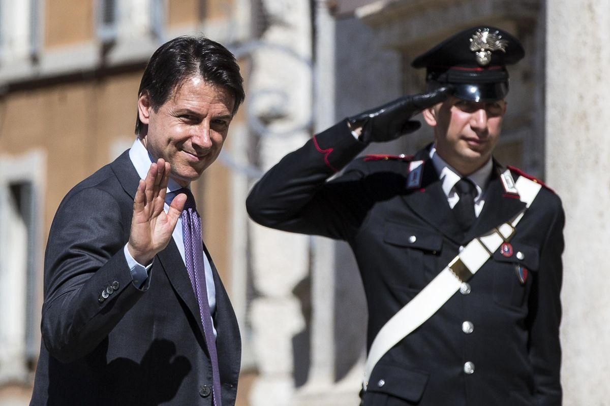 Mattarella cede su Conte. Ma prende di mira la Lega