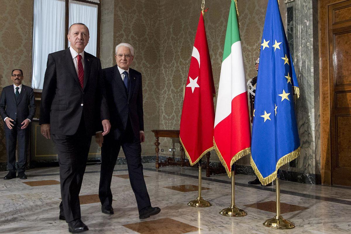 Erdogan sembra Mattarella: inchiesta sui troll anti presidente