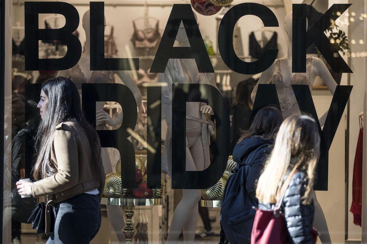 Per il Black friday gli italiani spendono 124 euro a testa: oltre 70 vanno alle Pmi tricolore