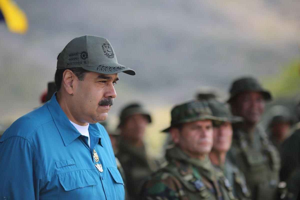 Trump congela gli asset del «dittatore» Maduro