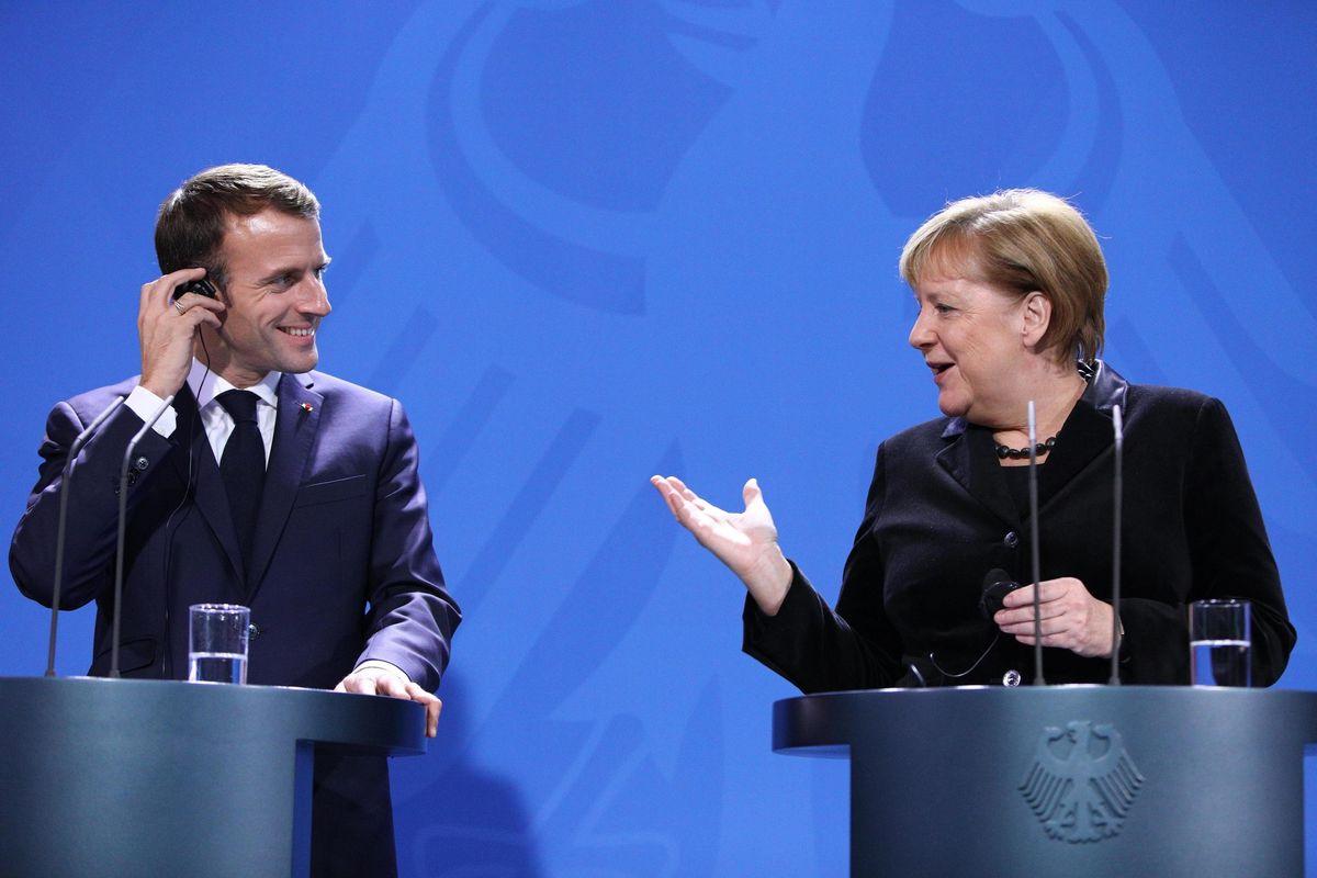 L'Ue ha fifa e sguinzaglia i giornaloni: la macchina sfasciagoverno accelera