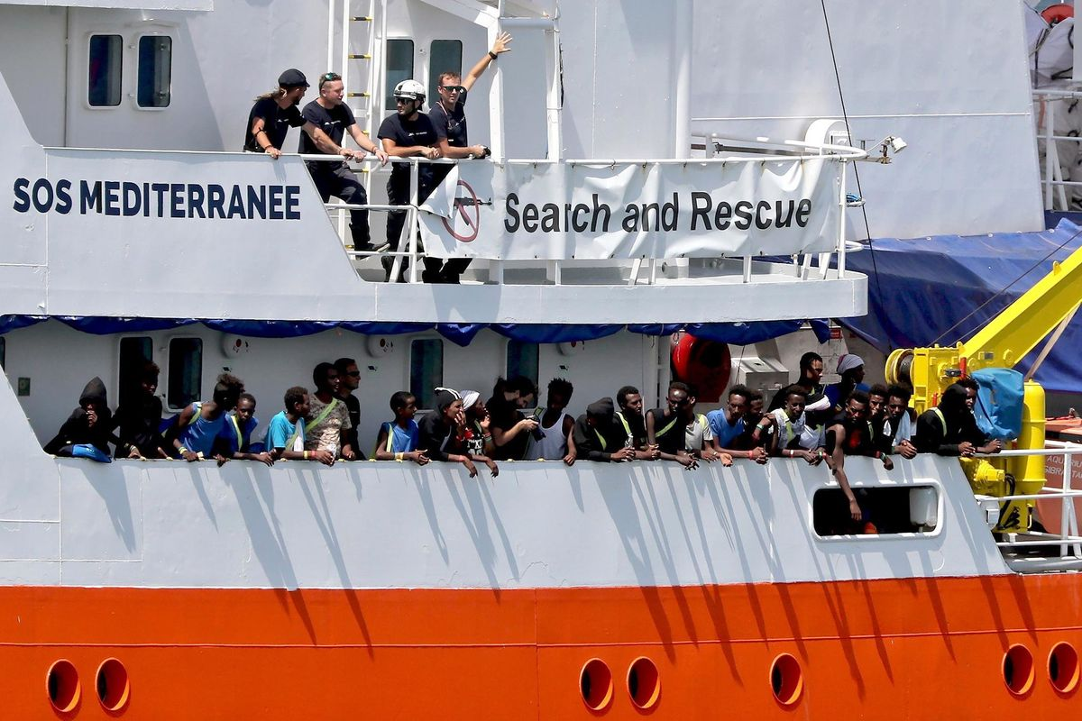 Aquarius sequestrata: «Ha scaricato illegalmente nei porti materiale infetto»