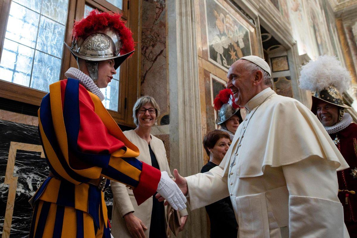 I vescovi cileni si dimettono dopo lo scandalo pedofilia Vince la linea dura del Papa