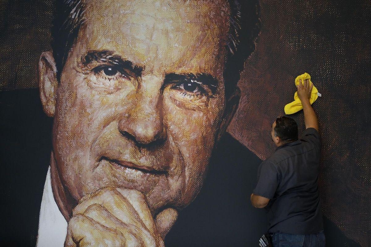 È vero, è caduto per colpa del Watergate, ma il populista Nixon ha saputo combattere la maggioranza silenziosa