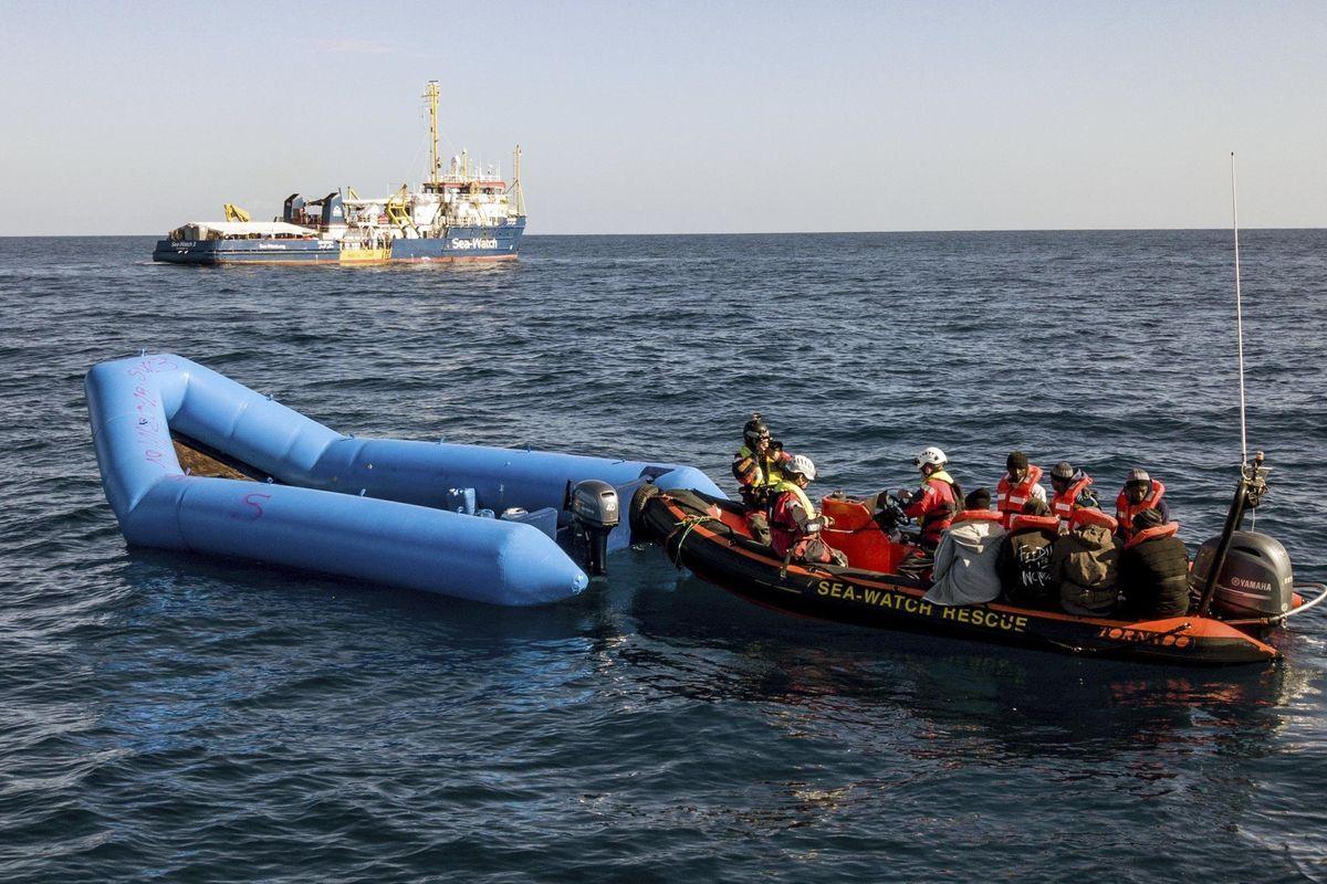 La Sea Watch punta dritta alla Sicilia. Di Maio la rimbalza verso la Francia