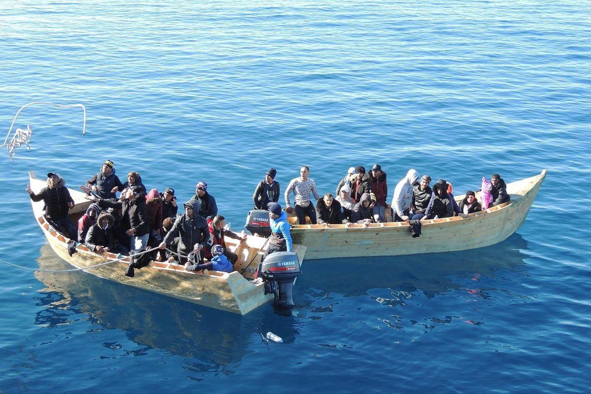 La sinistra zompa sui barconi perché non le è rimasto nient'altro