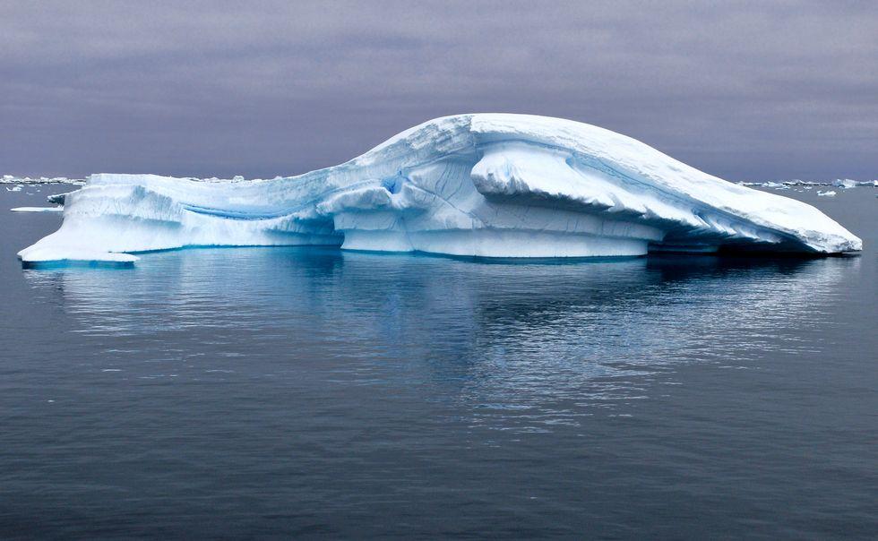 https://upload.wikimedia.org/wikipedia/commons/d/d7/Icebergs_Yalour_6.jpg