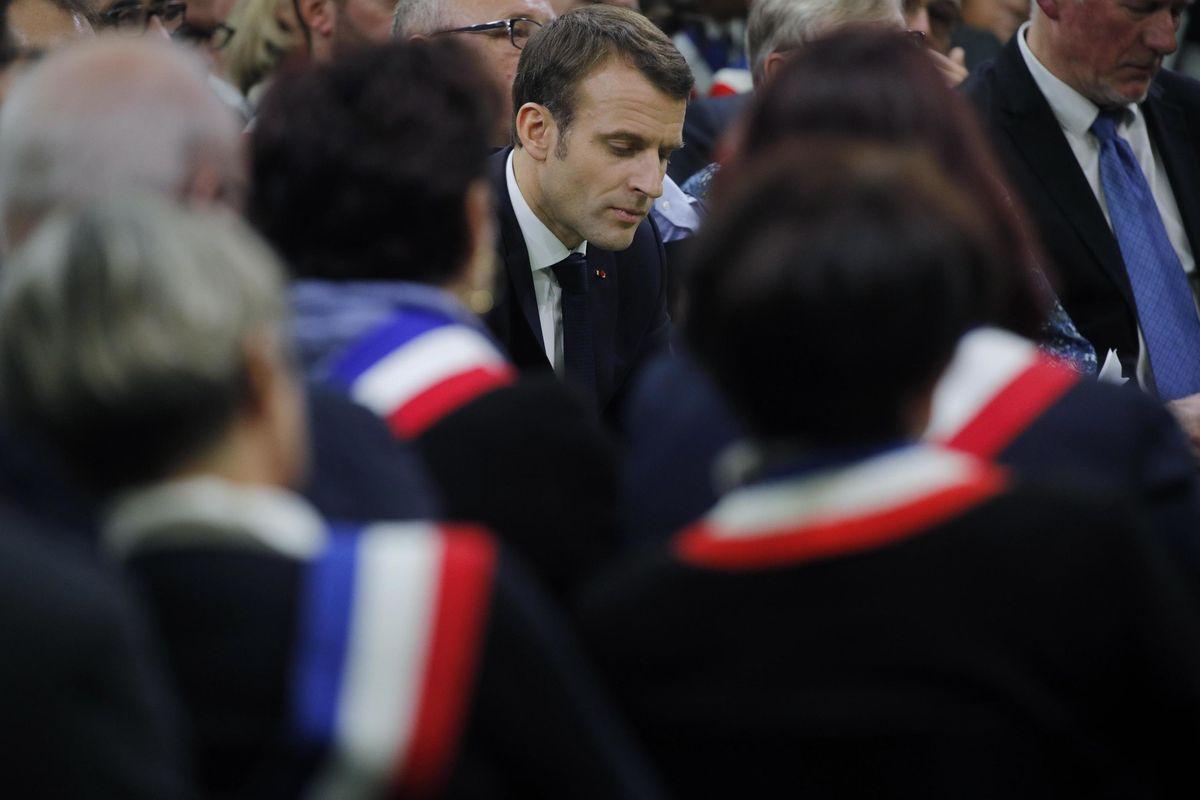 Il corteo a favore di Macron fa flop. E pure l'Eliseo scarica i manifestanti