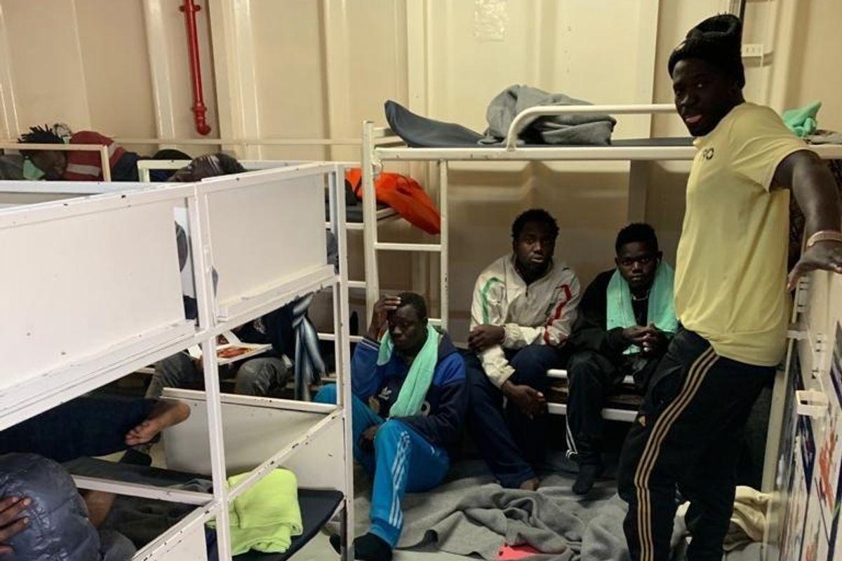 Migranti sequestrati dalla Ong