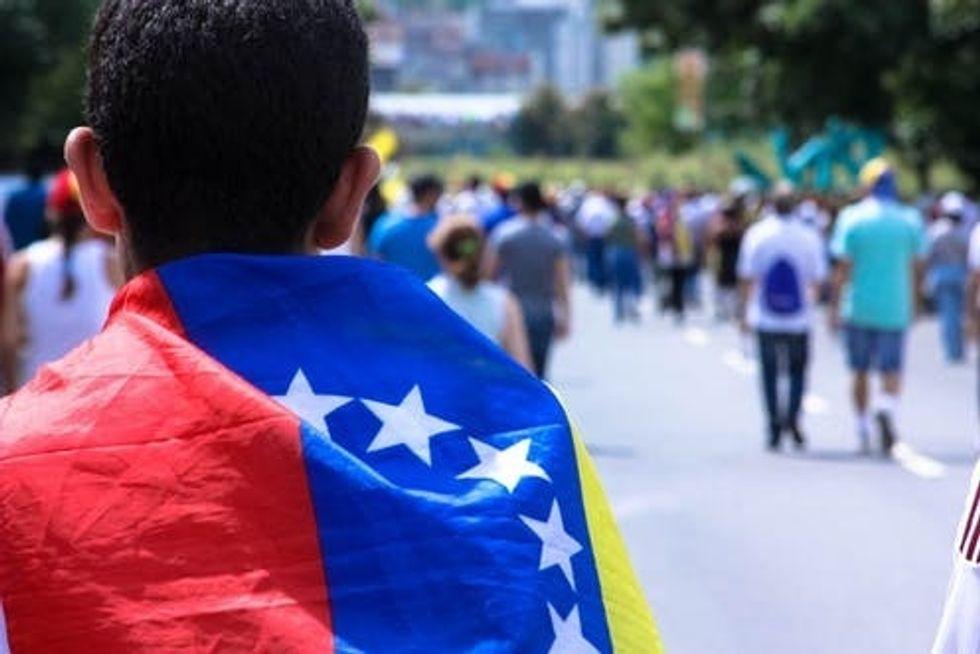 https://www.facebook.com/EP.Venezuela/photos/a.103066549863882/937570233080172/?type=3&theater