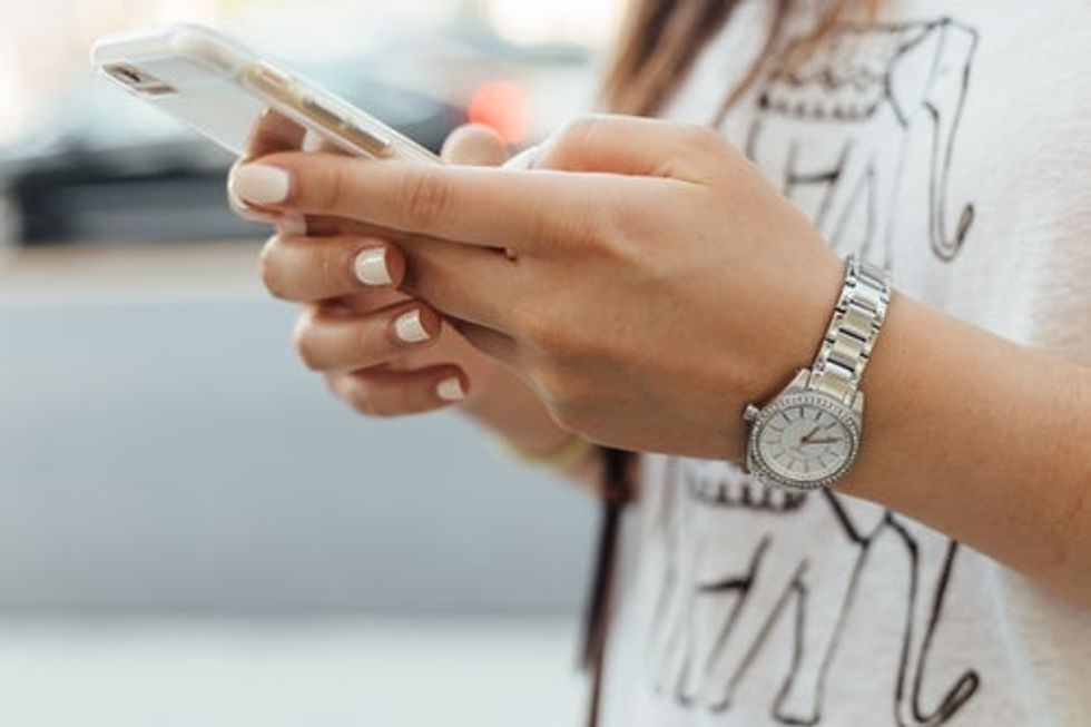 Phones In Relationships: How Much Are You Willing To Share?