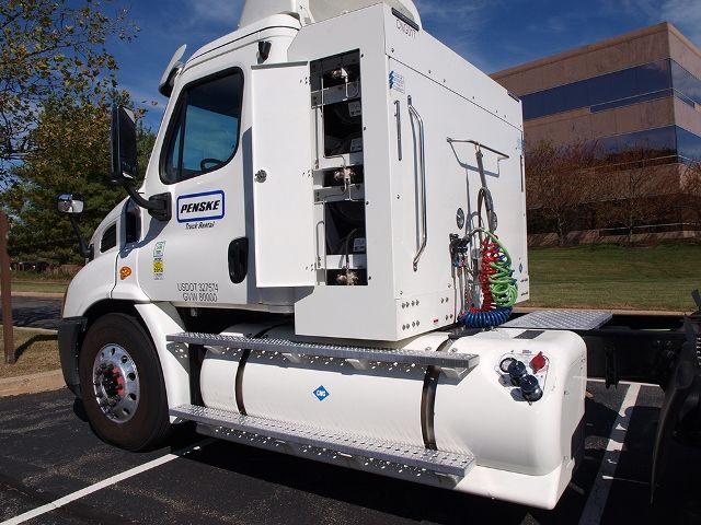 Penske Associates Receive Training on Natural Gas Tractors