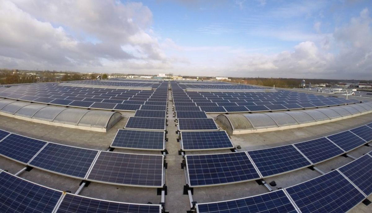 Penske Logistics Europe Uses Solar Panels to Energize Warehouse