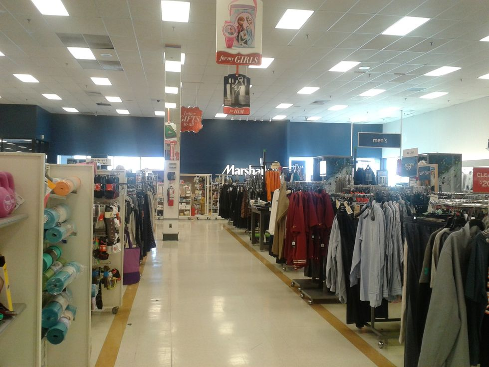 18 Thoughts Every Girl's Probably Had While Roaming Around Marshalls
