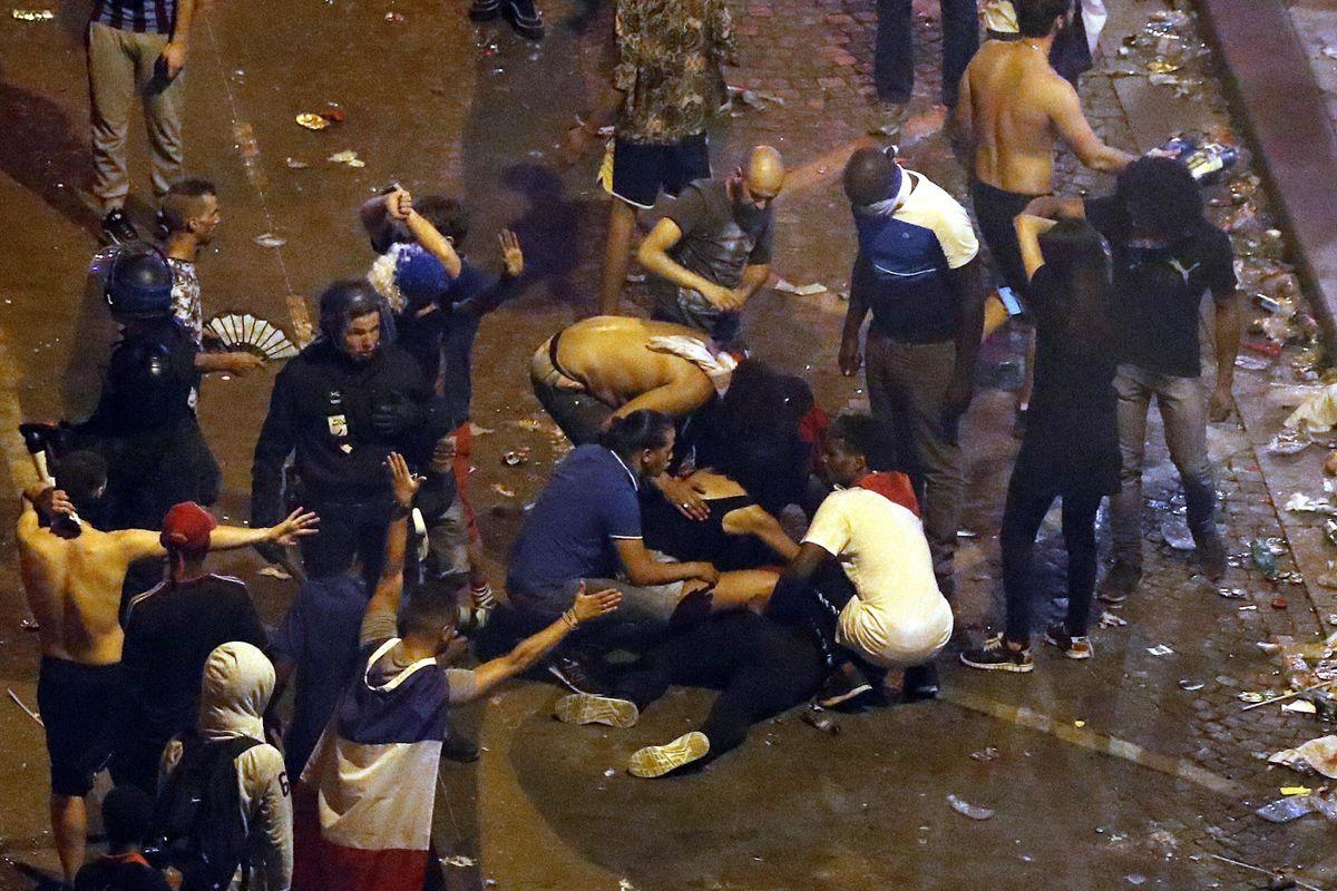 Macché Francia «aperta»: la festa multiculturale finisce con spari e feriti