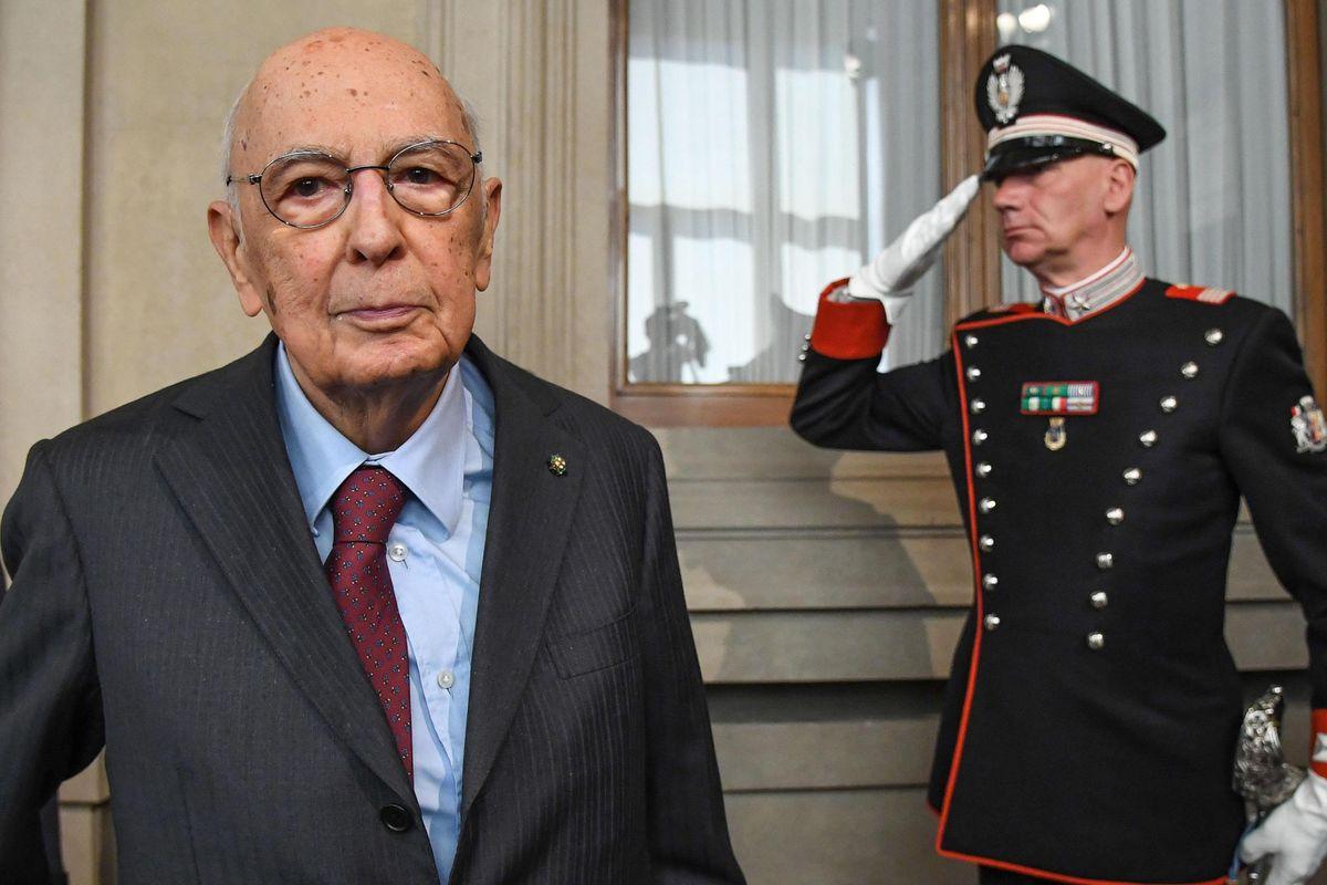 Il Pd si spacca dopo l'invito di Napolitano a parlare con Di Maio