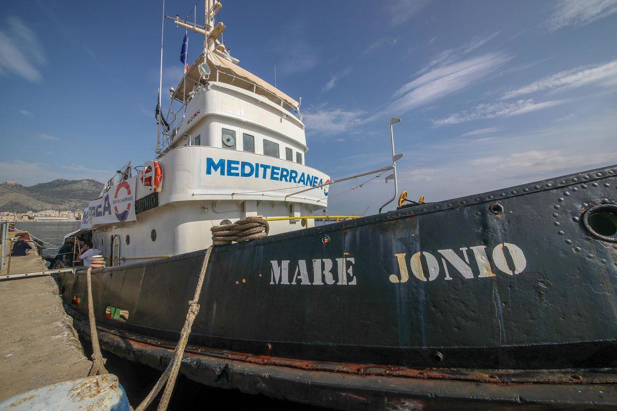L'ultimo sogno della sinistra italiana è un'armata Brancaleone del mare
