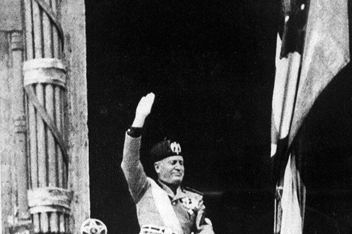 Adesso rimproverano a Mussolini di essere stato poco totalitario