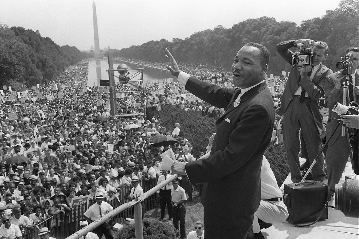 Martin Luther King arruolato tra partigiani, migranti e ultrà europei