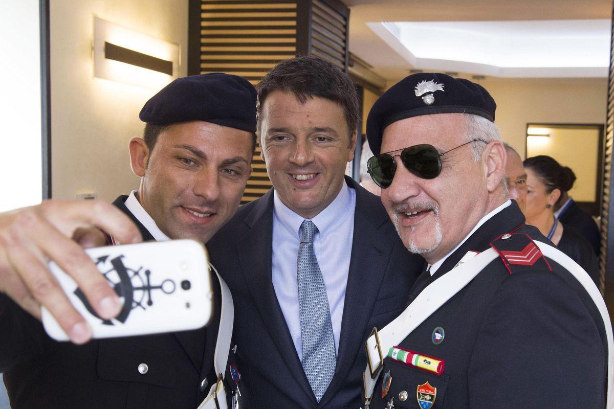 Renzi vuole il controllo degli 007 ma dovrà dare battaglia a Minniti