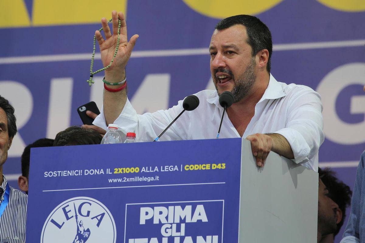 Salvini sul palco da vicepremier per la prima Pontida «da grandi»