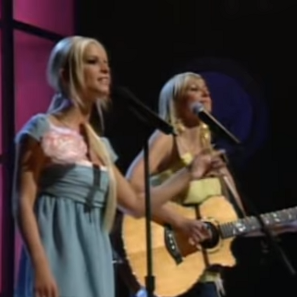 This Video of Jewel and Jessica Simpson Will Save Your Soul