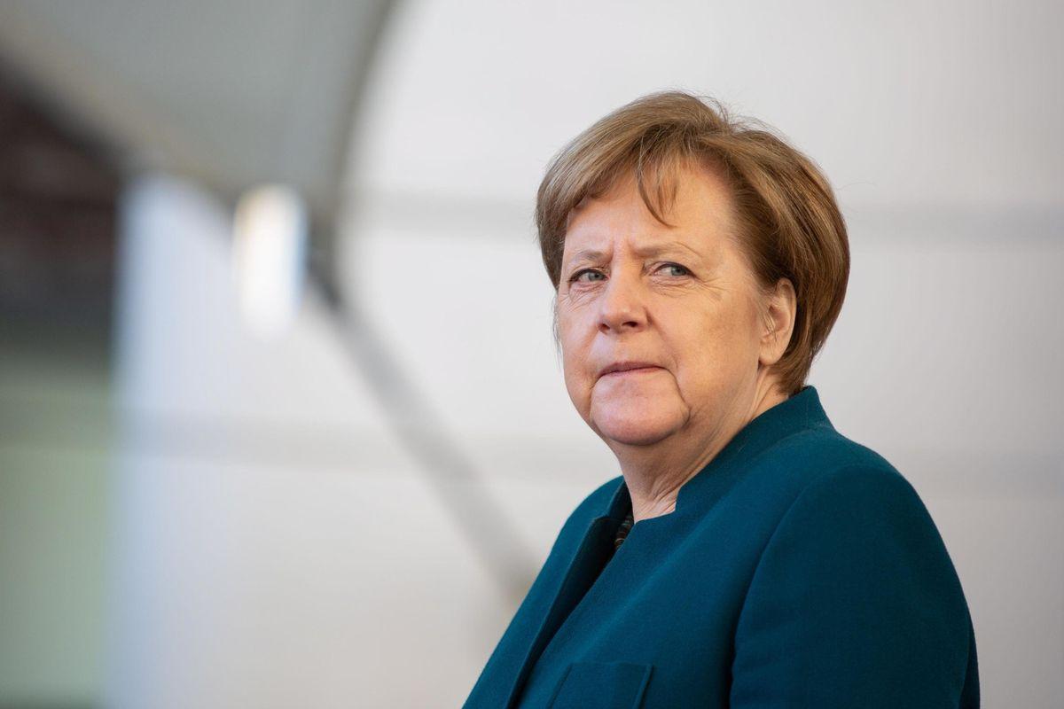 «Limes», pazza idea: «L'Italia minacci di restare nell'euro»