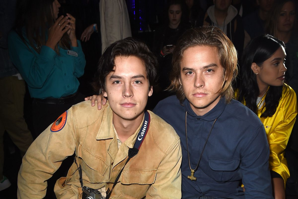 How to Tell the Sprouse Twins Apart