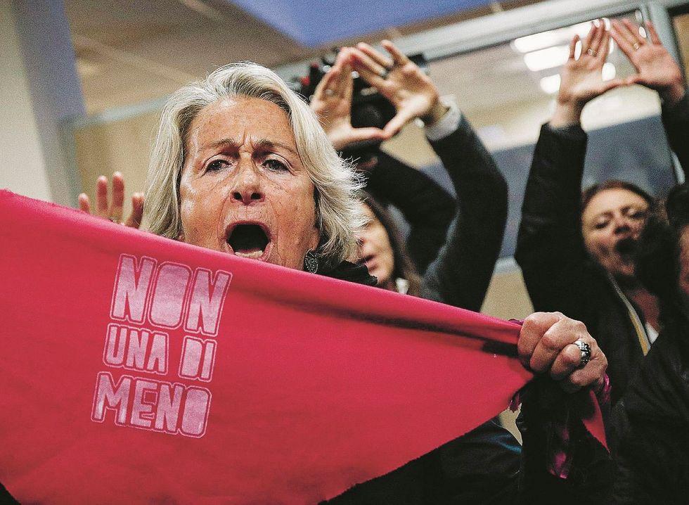 Per le femministe in guerra il nemico da abbattere è l'uomo
