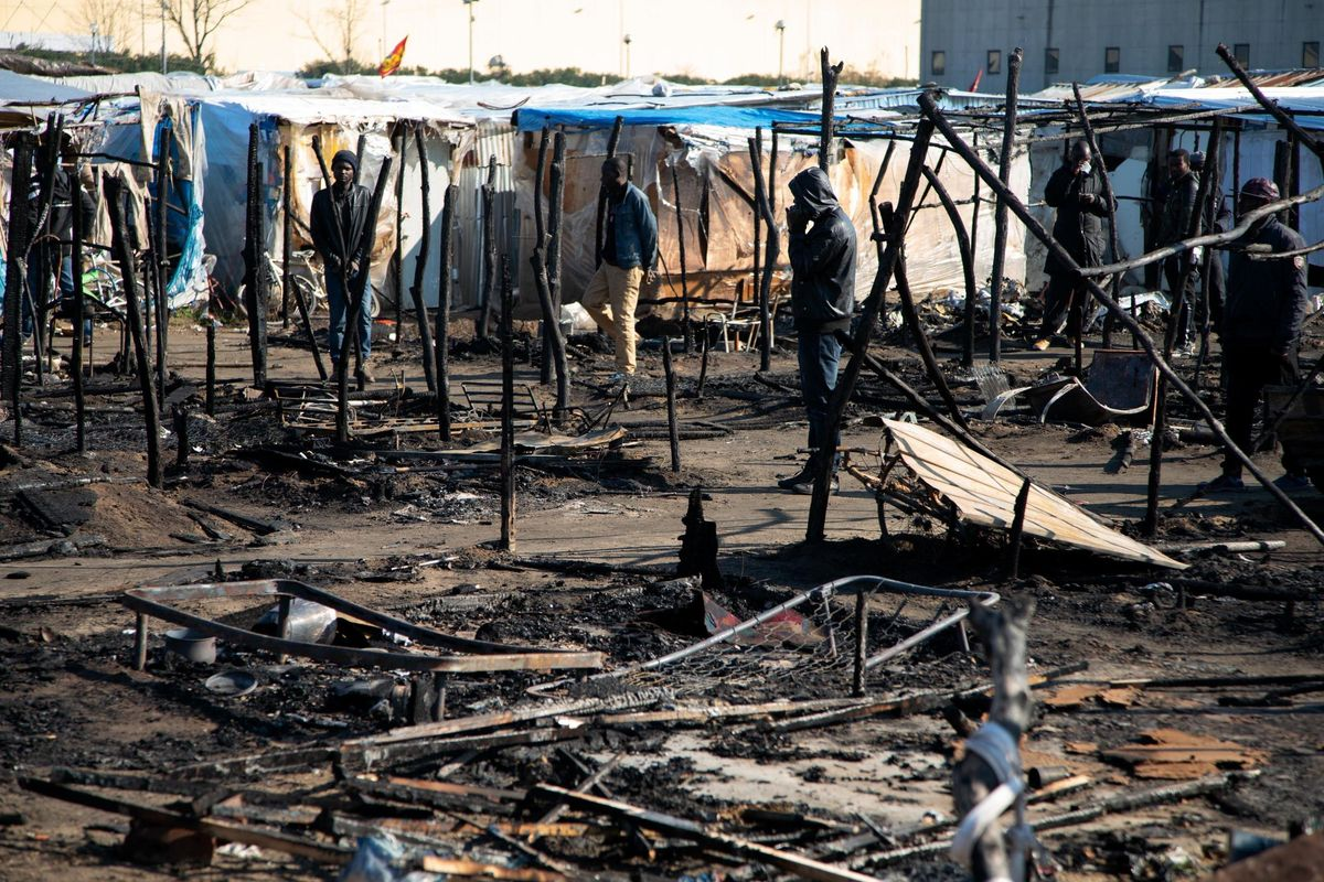 Brucia ancora la tendopoli di San Ferdinando. Un morto fra i disperati