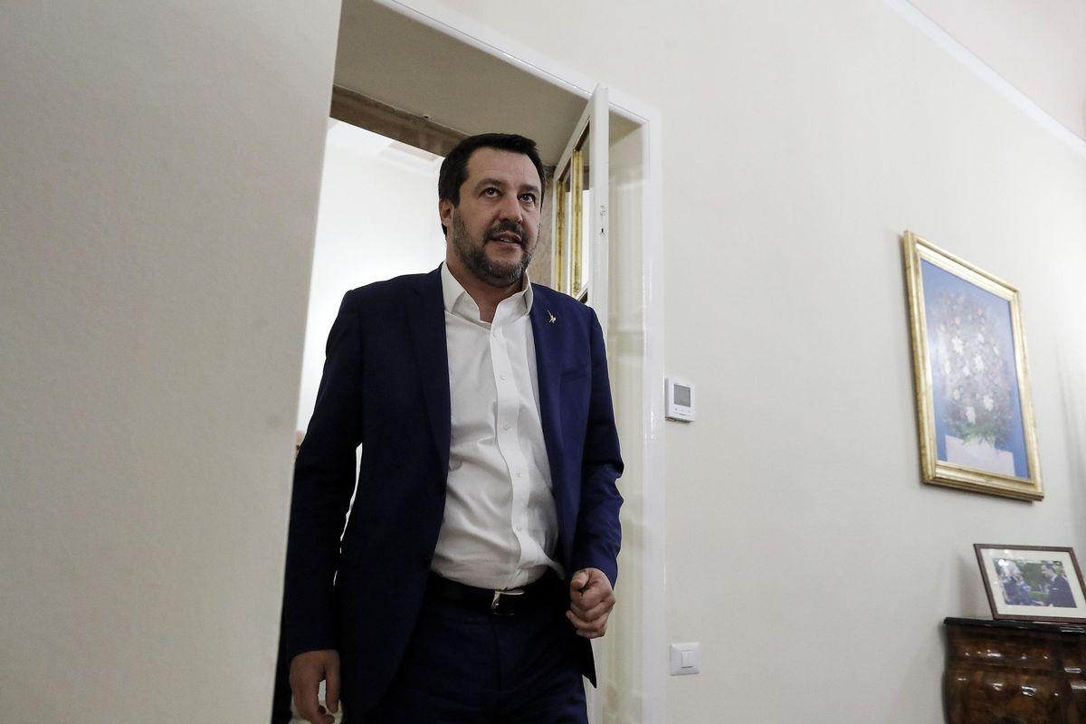 Salvini fa risorgere mamma e papà