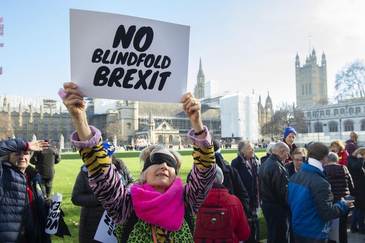 Case, soldi e viaggi: le balle degli anti Brexit